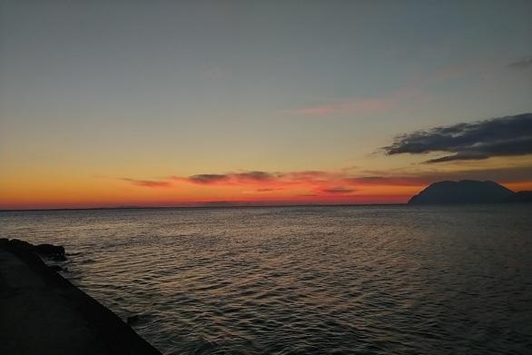 Τα τελευταία ηλιοβασιλέματα της καραντίνας στην Πάτρα είναι μαγικά! (φωτό)