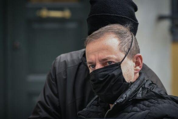 Δημήτρης Λιγνάδης: Τρίτη νύχτα στο κελί της ΓΑΔΑ - Τι θα πει στην απολογία του