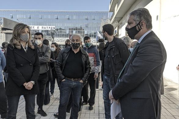 Πάτρα: Η Βίβιαν Σαμούρη παρευρέθηκε στη συγκέντρωση διαμαρτυρίας της ΕΙΝΑ