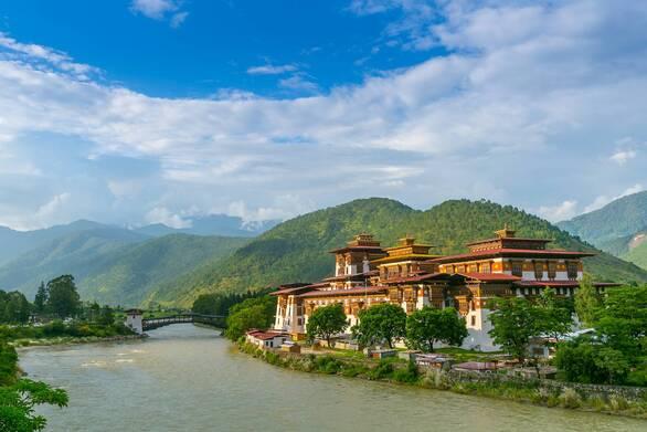 Κορωνοϊός - Πώς κατάφερε το Μπουτάν να έχει καταγράψει μόλις έναν θάνατο από την πανδημία