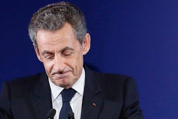 Νικολά Σαρκοζί: Με βραχιολάκι ο πρώην πρόεδρος της Γαλλίας