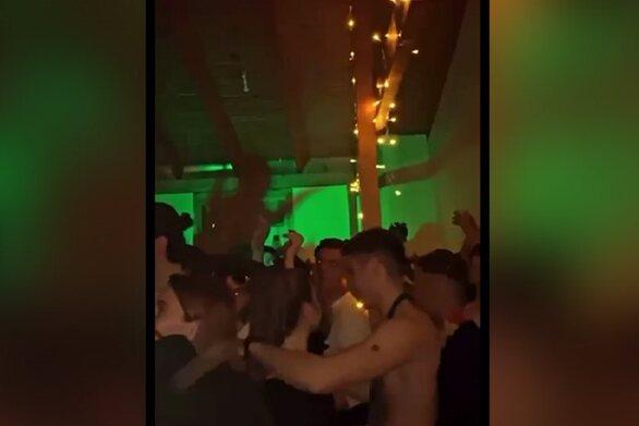 Πάτρα: Συνωστισμός, αλκοόλ και αδιαφορία για τα μέτρα σε πάρτι σε σπίτι (video)