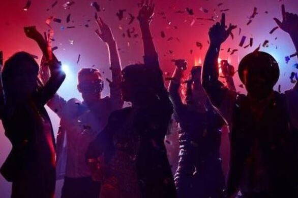 Πάτρα: Επέμβαση της Αστυνομίας τα ξημερώματα σε κορωνοπάρτι στο Μιντιλόγλι!
