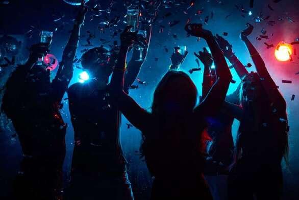 """Πάτρα: 47.000 ευρώ η """"λυπητερή"""" για το πάρτι με τους 93 καλεσμένους στο Μιντιλόγλι - Η ΕΛ.ΑΣ για τις 4 συλλήψεις"""