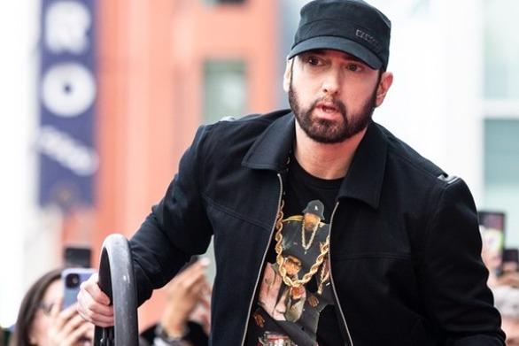 Αντιδρά στην εκστρατεία «διαγραφής» του ο Eminem (video)
