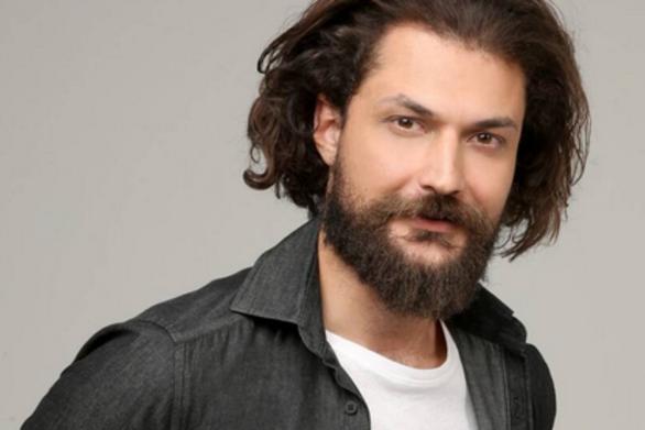 """Απόστολος Καμιτσάκης: """"Ένας ηθοποιός σίγουρα τα βρίσκει σκούρα σε κάποιες στιγμές της ζωής του"""""""