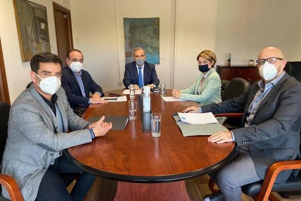 Συνάντηση τριών Πατρινών επιχειρηματιών εστίασης με τον Νίκο Παπαθάναση