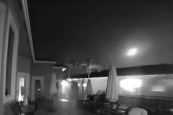 Εντυπωσιακή μπάλα φωτιάς πέρασε πολύ κοντά από τη Γη (video)