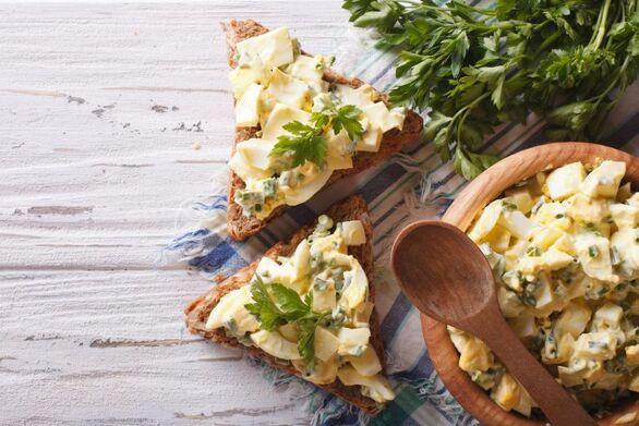 Light σάντουιτς με αυγοσαλάτα