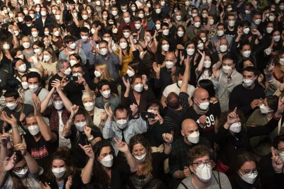 Κορωνοϊός - Βαρκελώνη: Καμία ένδειξη μετάδοσης στη συναυλία που έγινε με 5.000 άτομα