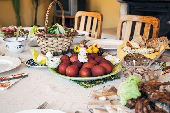 Covid 19: Τι SMS θα στείλουμε για το πασχαλινό τραπέζι και τι ώρα πρέπει να έχουμε επιστρέψει στο σπίτι μας