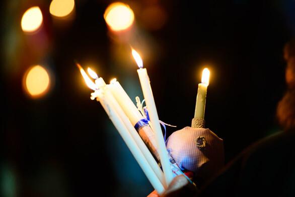 Πάτρα: Διστακτικός ο κόσμος στις λαμπάδες, κάθετη πτώση στα κεριά