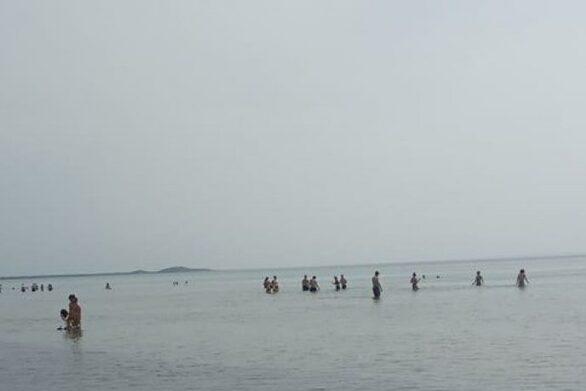 Δυτική Αχαΐα: Βουτιές στην παραλία μετά το ψήσιμο του οβελία