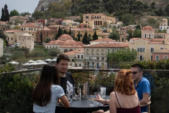 «Σαν τον παλιό καλό καιρό»: Το Reuters στην Αθήνα, στο άνοιγμα της εστίασης
