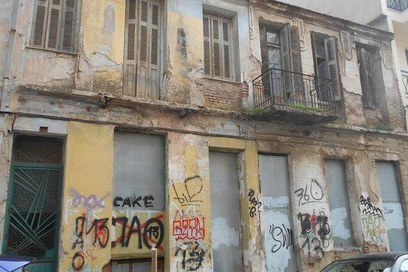 Δεκάδες κτίρια της Πάτρας σε ετοιμόρροπη κατάσταση που εγκυμονεί κινδύνους