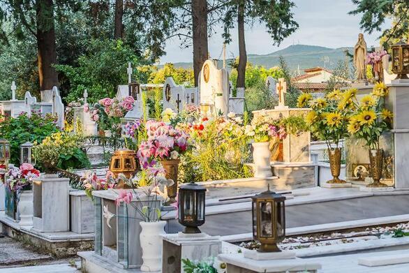 Ελευθερούπολη - Άγνωστοι άνοιξαν τάφο και έκλεψαν από μέσα τον νεκρό