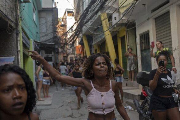 Βραζιλία: Σάλος μετά την αιματηρή επιχείρηση της αστυνομίας σε φαβέλα του Ρίο με 25 νεκρούς