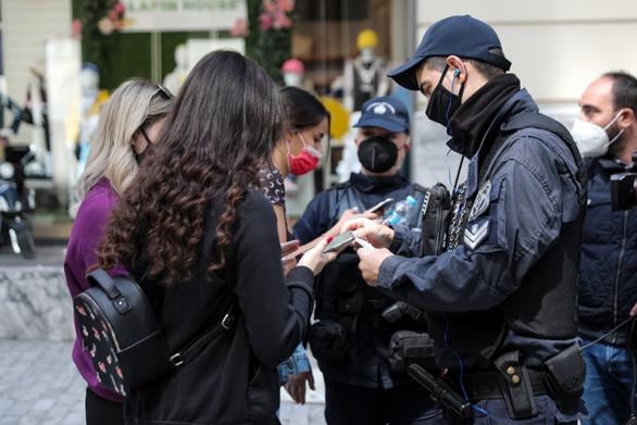 Περιμένουν το τέλος των SMS στην αγορά της Πάτρας - Εμφανές το αντίκτυπο του lockdown