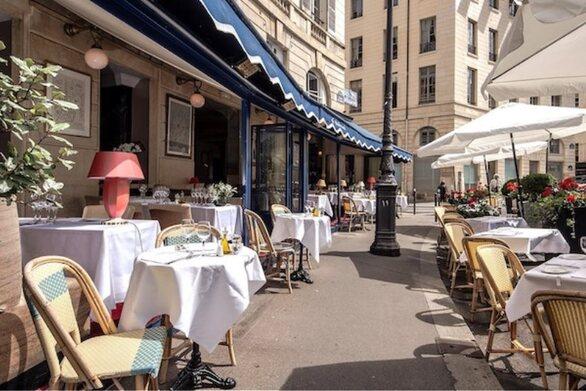 Γαλλία: Ανοίγουν ξανά μπαρ και εστιατόρια σε εξωτερικούς χώρους