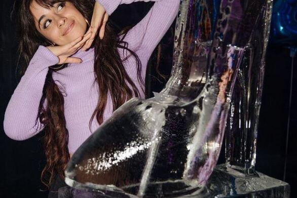 Καμίλα Καμπέγιο: Οι πρώτες φωτογραφίες της ως «Σταχτοπούτα»