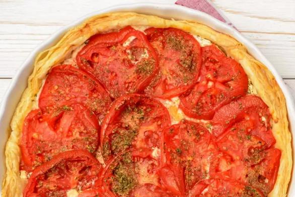 Δροσιστική τάρτα με τυρί κρέμα και ντομάτες