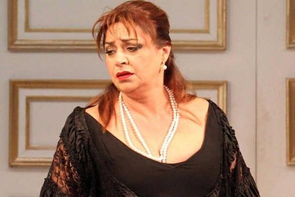 """Μαρία Φιλίππου: """"Το θέατρο δεν είναι αυτό που κάποιοι ήθελαν να παρουσιάσουν ως νοσηρό"""""""