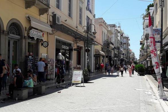 Ανοιχτά τα καταστήματα σήμερα, Κυριακή - Πάτρα: Αντιδράσεις από Εμπόρους και Εργατικό Κέντρο