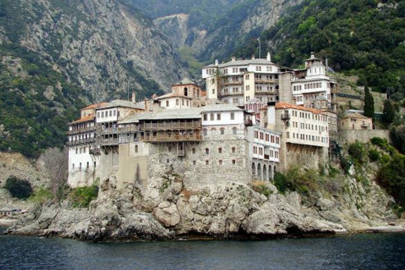 Μείωση ποινών των μοναχών για το επεισόδιο με μολότοφ τον Ιούλιο του 2013 στο Άγιο Όρος