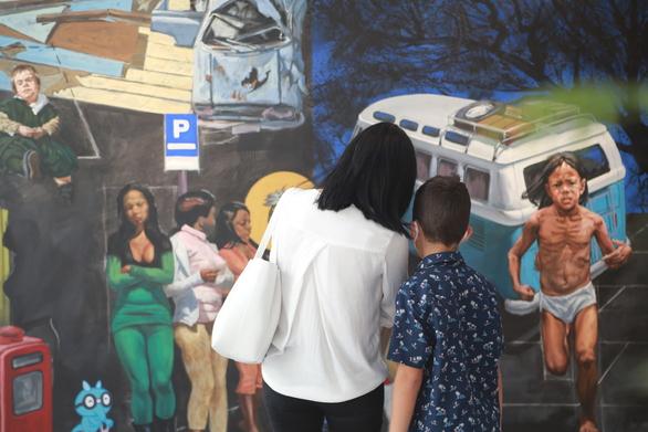 Πάτρα: Με μεγάλη επισκεψιμότητα ξεκίνησε η έκθεση ζωγραφικής του εικαστικού Κλεομένη Κωστόπουλου (φωτο)