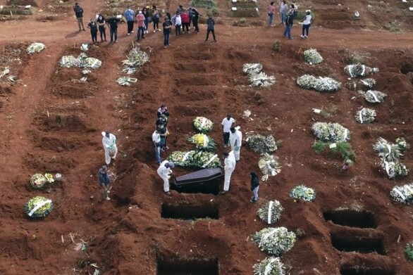 Θρήνος δίχως τέλος στη Βραζιλία: Ξεπέρασαν τους 470.000 οι θάνατοι από κορωνοϊό