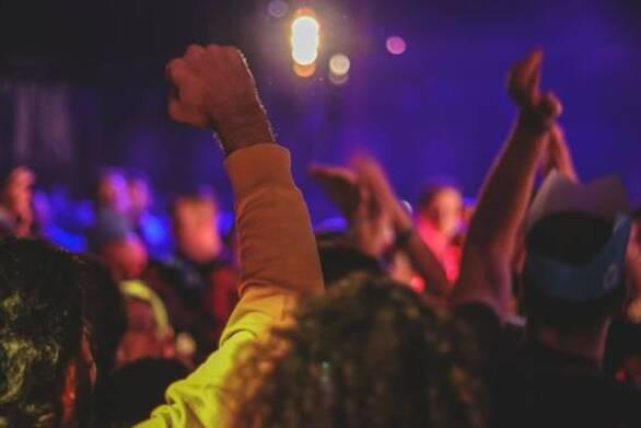 Πάτρα: Νέο πάρτι στις σκάλες της οδού Πατρέως