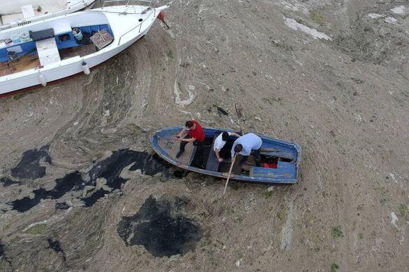 Τουρκία: Μυστηριώδης γλίτσα «πνίγει» τη θάλασσα του Μαρμαρά - Κινδυνεύει το Αιγαίο;