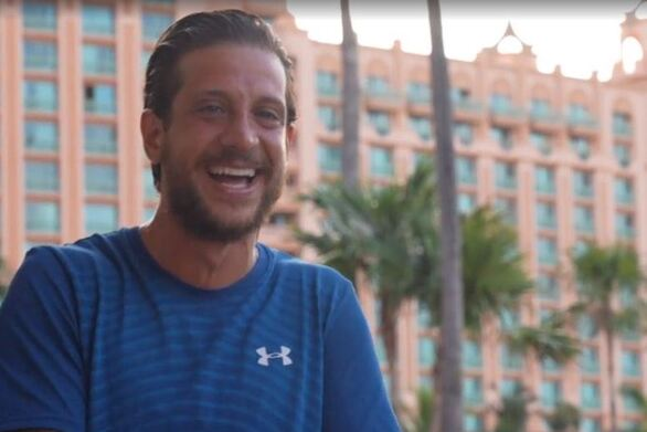 Το Survivor πήγε Μπαχάμες: Το υπερχλιδάτο ταξίδι, το πάρτι και η λιμουζίνα (video)