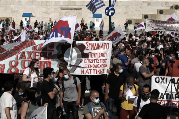 Σε εξέλιξη το συλλαλητήριο στην Αθήνα για το εργασιακό
