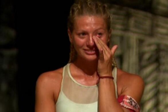 Survivor: Αποχώρησε η Ελένη Χαμπέρη (video)