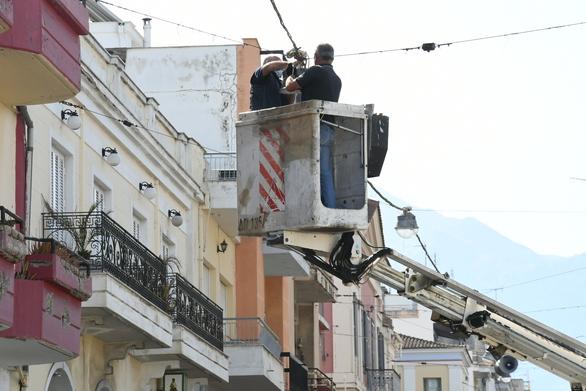 Πάτρα: Αντικαταστάθηκε ο φωτισμός στη Μαιζώνος με λάμπες LED