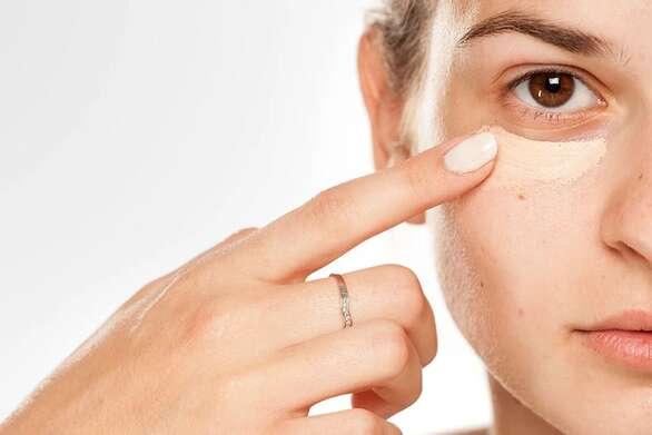 Πώς θα απαλλαγείτε από τις σακούλες κάτω από τα μάτια