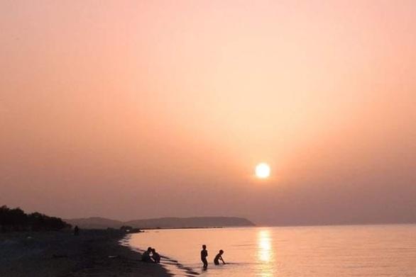 Αχαΐα - Τα δειλινά στη θάλασσα και οι στιγμές του καλοκαιριού (φωτο)