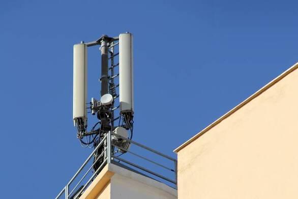 ΕΙΝΑ: Ψήφισμα για τοποθέτηση κεραίας κινητής τηλεφωνίας στην περίμετρο σχολείων