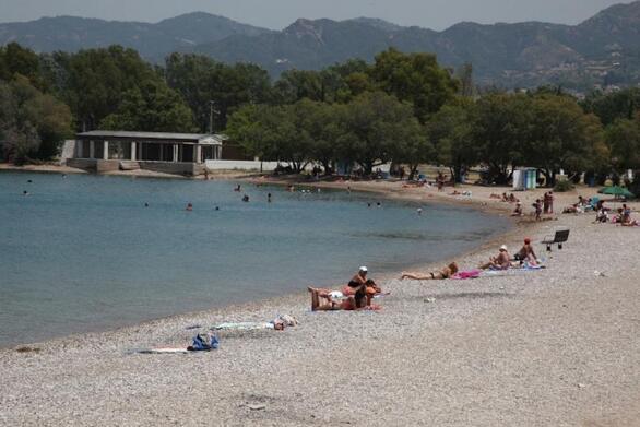 Πάτρα: Ηλικιωμένη παρασύρθηκε από τα κύματα στην πλαζ