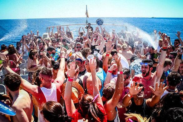 Prive party από ομάδες νεαρών της Πάτρας σε σκάφη και βίλες!