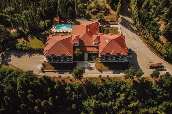 Το ξενοδοχείο Crystal Mountain στην Άνω Χώρα Ναυπακτίας προσφέρει θέσεις εργασίας