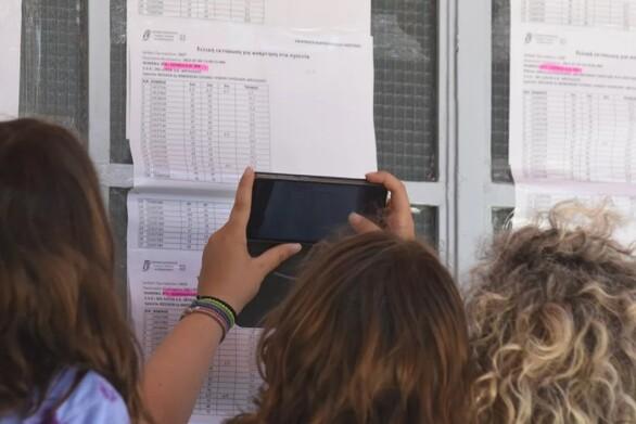Πανελλήνιες 2021: Από το ραδιόφωνο, στο SMS
