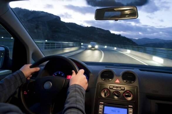 Πώς ο τρόπος που οδηγούμε μπορεί να αποκαλύψει πρώιμα σημάδια του Αλτσχάιμερ