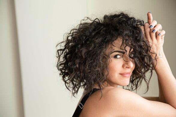 Μαρία Σολωμού: Ποζάρει με σέξι λευκό μαγιό και «κόβει» την ανάσα