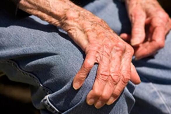 Κρήτη: Γυναίκα ζήτησε από 82χρονο να συνευρεθούν ερωτικά μέσα στο αυτοκίνητο και τον «έγδυσε»