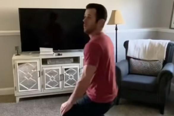 Όταν είσαι μόνος στο σπίτι και ακούς έναν θόρυβο (video)