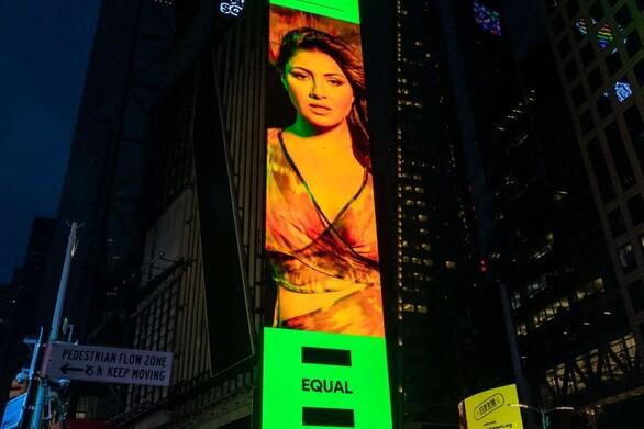 Έλενα Παπαρίζου: Μπήκε σε Billboard στην Times Square