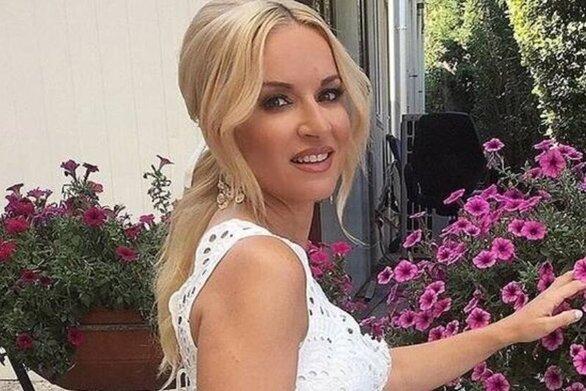 Μαρία Μπεκατώρου - Ποζάρει με ολόσωμο μαγιό μετά την απώλεια των 11 κιλών