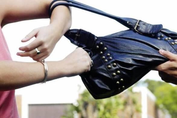 Πάτρα: Άρπαξε τσάντα από γυναίκα στην Ομόνοια